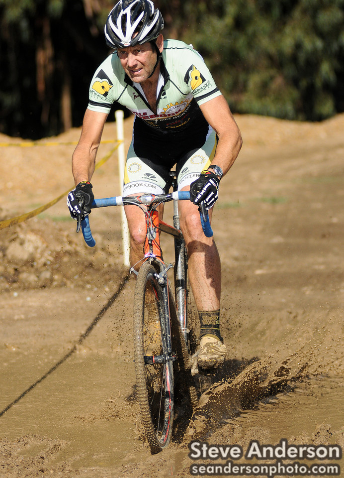 Mark Howland (Bicycle Bluebook/HRS/Rock Lobster) Ploughs the Mud at Surf City Cyclo-X