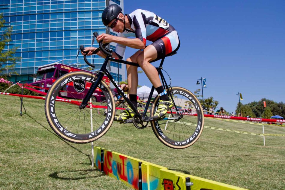 Emery Wedel (Caletti Cycles) missed the start of his single speed race at WSCXGP - he made up for it with some high-flying racing and still managed fourteenth out of 49