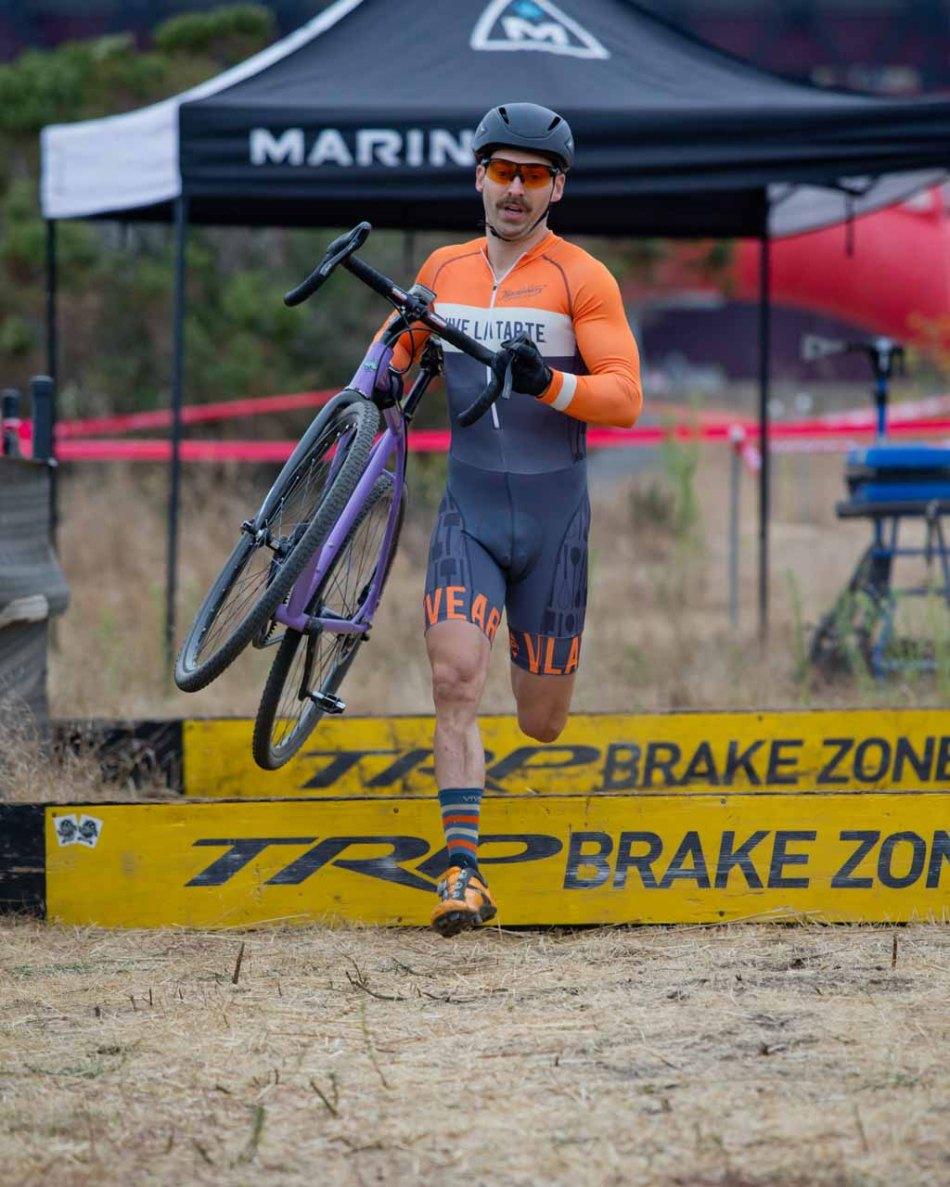 Ryan Rinn (Vive la Tarte/Huckleberry Bicycles) Racing Extremely Well in Single Speed Men