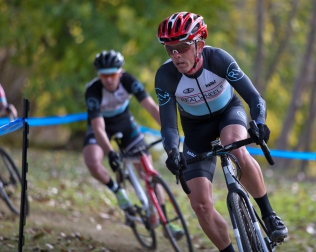Scott Hooper with an Early Lead